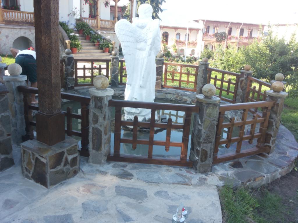 restaurare lacas de cult varatic